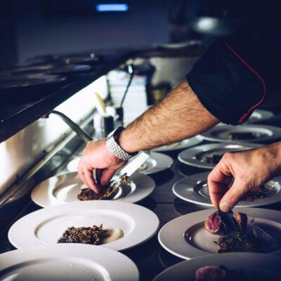 Kuchenny niezbędnik – czego nie może zabraknąć w Twojej restauracji?